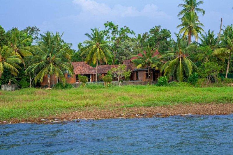 Vinca Lake House Ver