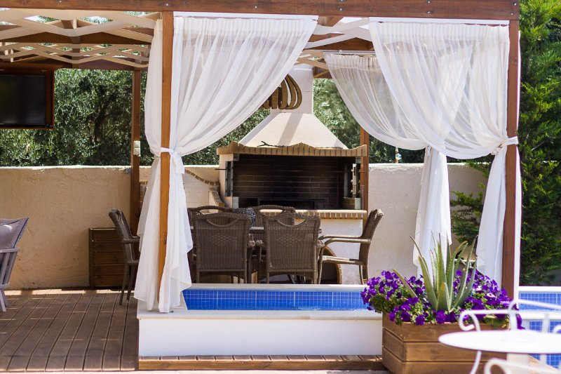 BBQ facilities and jacuzzi tub available outdoors!
