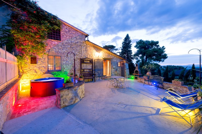 Il Granaio, villa con piscina e spa riscaldata, vacation rental in Fratta Todina