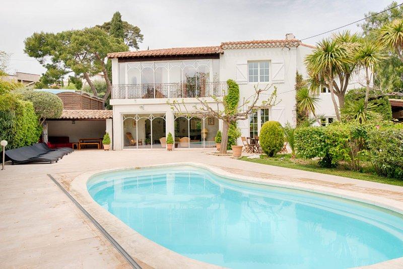 Villa pour 12 pers  à 5 minutes à pied du village, vacation rental in Cassis