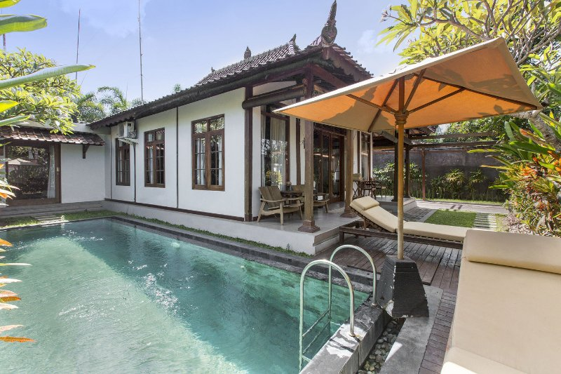 Villa within 5 minutes walking to Berawa beach, Ferienwohnung in Kuta