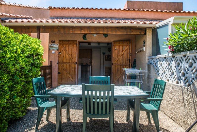 A LOUER PETITE VILLA POUR 4 PERSONNES, vacation rental in Narbonne