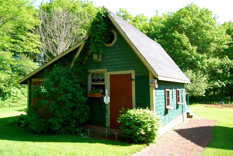 Charming Country Garden Cottage. Private