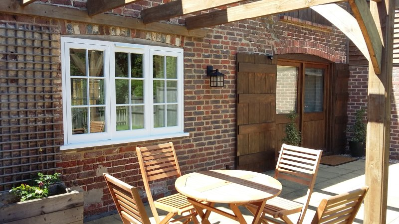 Oat cottage , a former granary barn , in a quiet countryside location, location de vacances à Ringmer