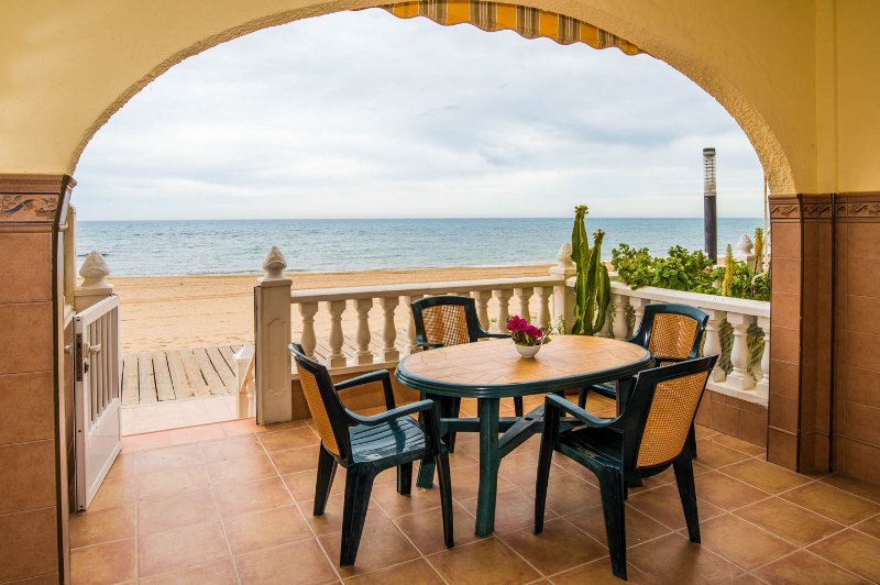 Apartamento Torrevieja Alicante, Frente  la Playa, holiday rental in La Mata