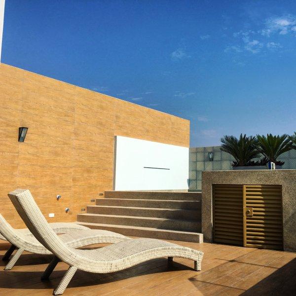 Terraza con piscina panoramica, 16th floor See more on instagram la_petite_boheme !