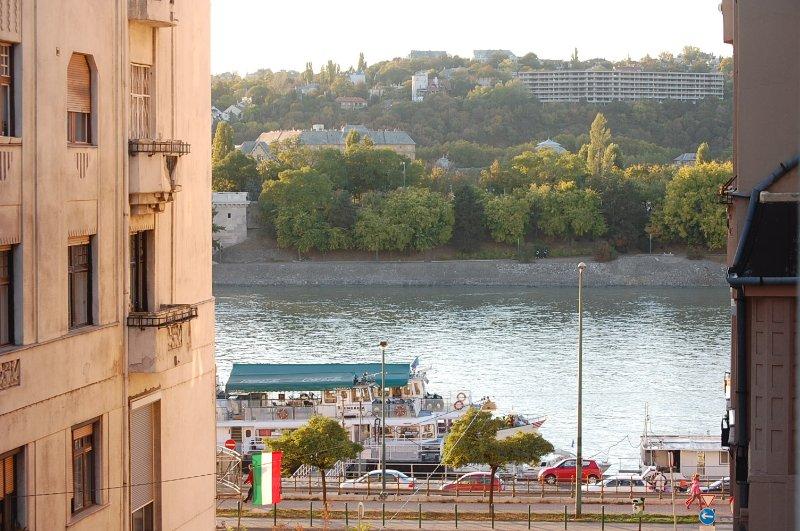 la vista sul fiume lato della finestra