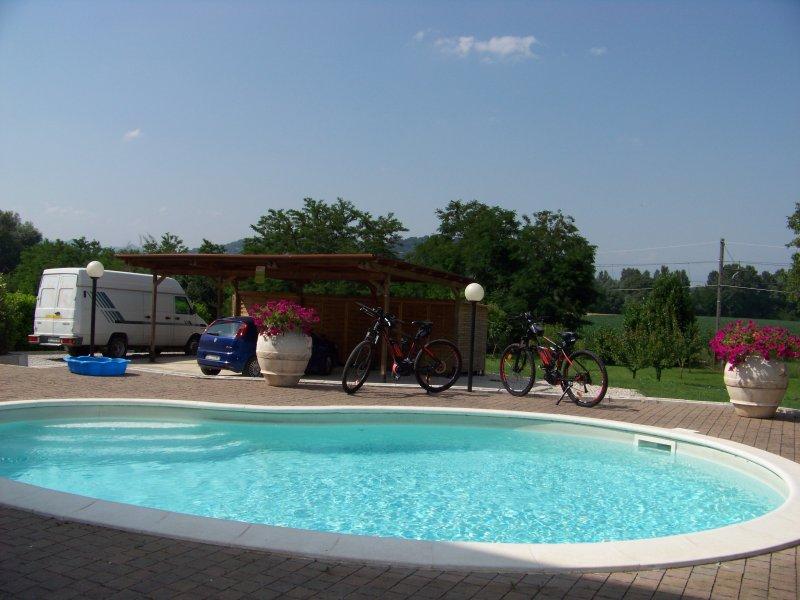 B&B CASA SINGOLA CON PISCINA E GIARDINO, vacation rental in Trestina