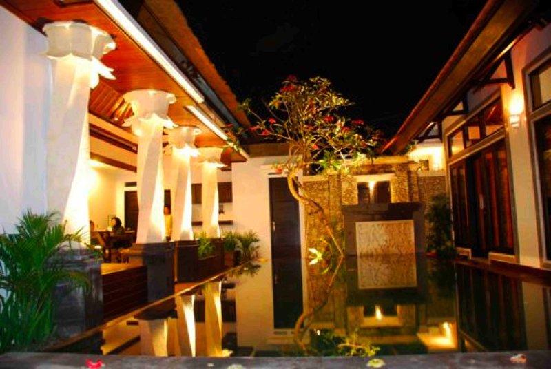 Villa Cantik Tresna, 3 BR Seminyak Villa Bali+Car, holiday rental in Pemecutan Klod