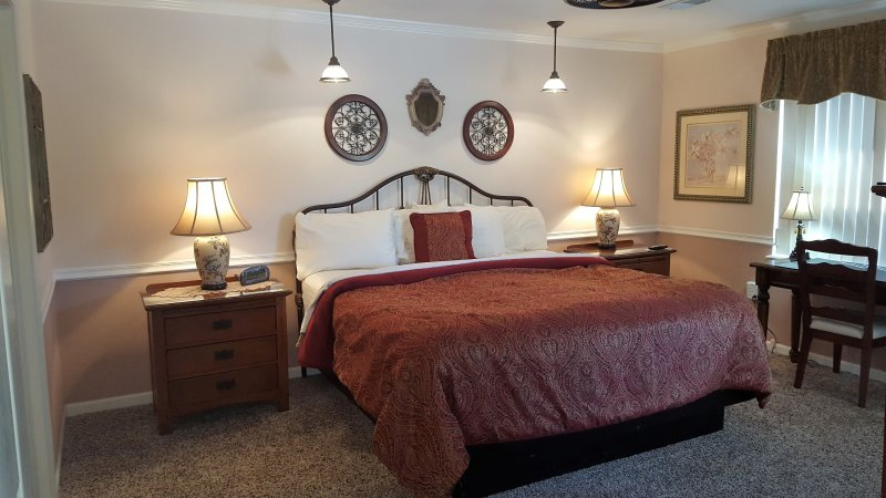 Master King Bedroom with ensuite, ceiling fan, TV, Jacuzzi Tub/Shower, extra outlets and USB ports