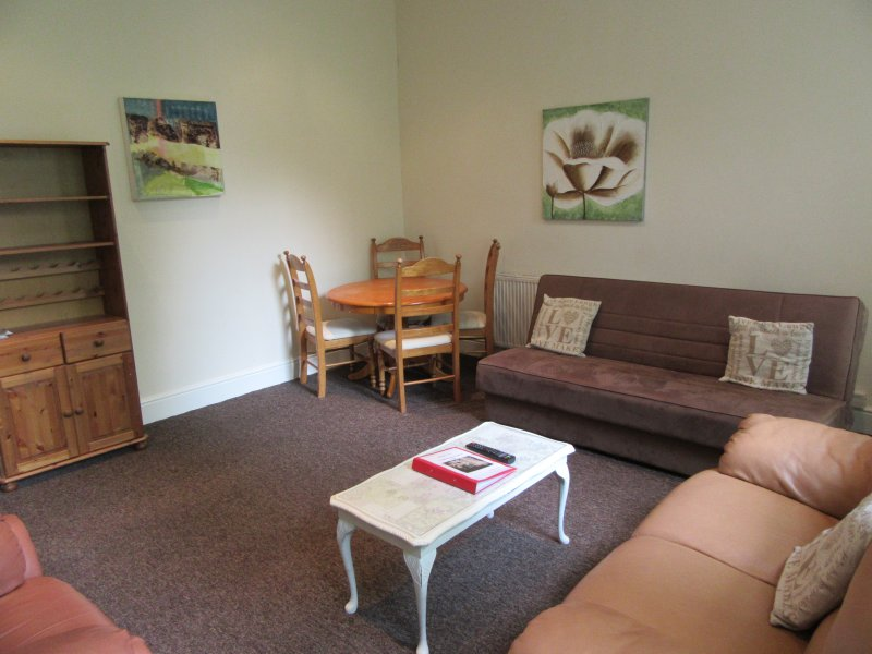 Large 1 bedroom apartment in Aigburth , Liverpool, Ferienwohnung in Liverpool