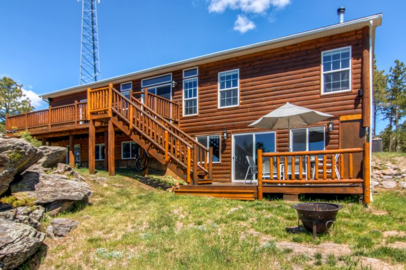 Spacious Black Hills Home w/Deck & Panoramic Views, holiday rental in Custer