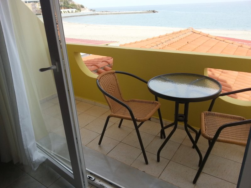studio with beach view., vacation rental in Fodhele