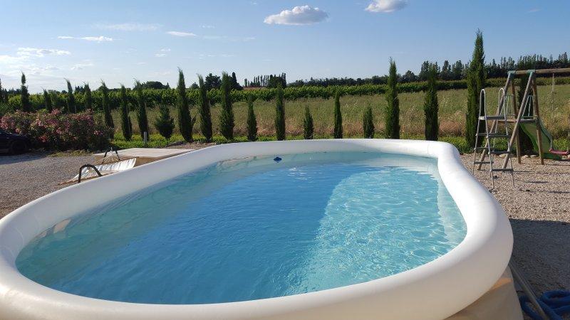 Bel appartement de 110 m2 dans Mas rénové en Prove, vacation rental in Aramon