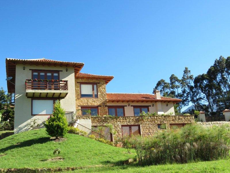 Preciosa casa en villa de leyva