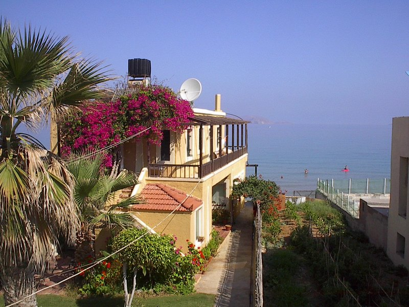 Kokkini Hani Beautiful apartment by the sea., vacation rental in Heraklion
