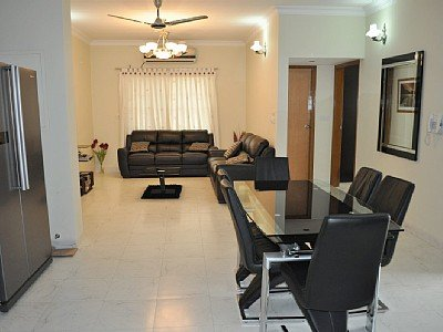Luxury three bedrooms fully air-conditioned, three bathrooms very close from the airport