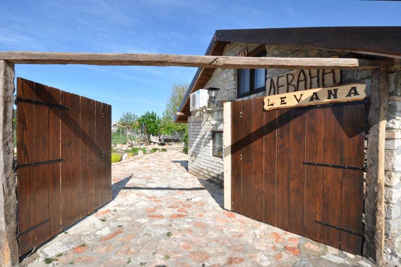 Levana Guest House - Studio, location de vacances à Kamen Bryag