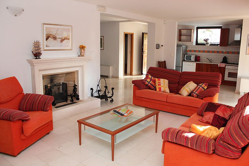 Spaceous living room with sat Tv, fire place, free wi-fi
