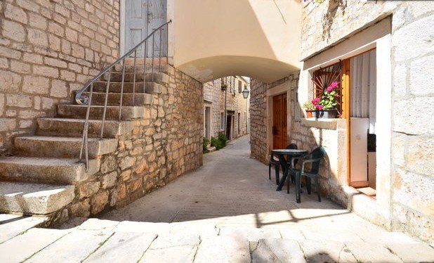 Studio - great location, Island Hvar, Stari Grad, vacation rental in Stari Grad