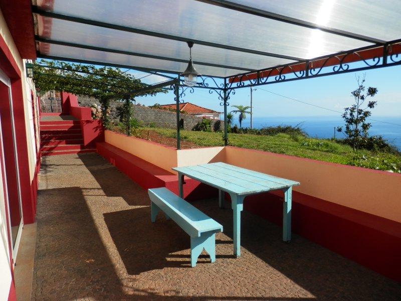 Maison typique (7 pers) Rénovée, Calheta Sud Ouest, casa vacanza a Prazeres