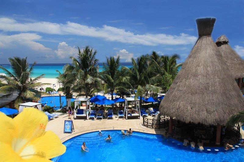 Hotel Reef free pass