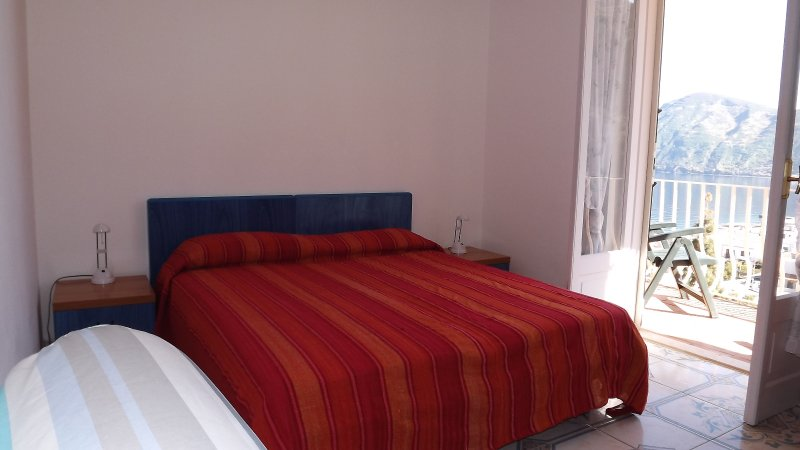 Casa Vacanze L'Eros Blu Appartamento per 4 persone, holiday rental in Canneto