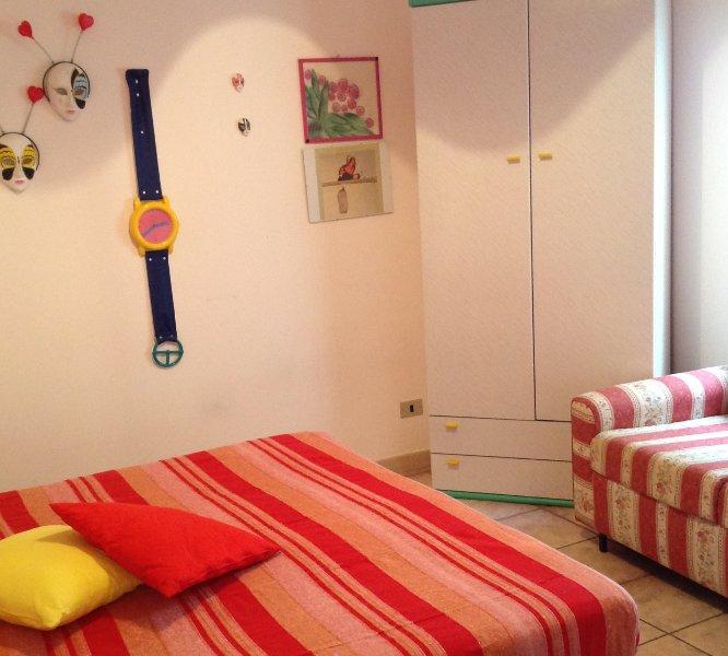camera n. 2 con letto matrimoniale e divano letto