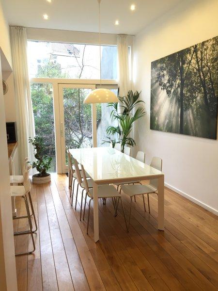 Appartement Duplex au centre ville avec jardin, location de vacances à Etterbeek