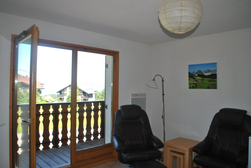 Front room opens out on to the balcony