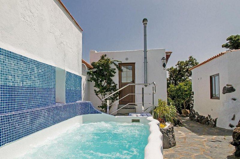 Urige Finca mit 3-5 Schlafzimmer für 6-10 Personen, holiday rental in El Tanque