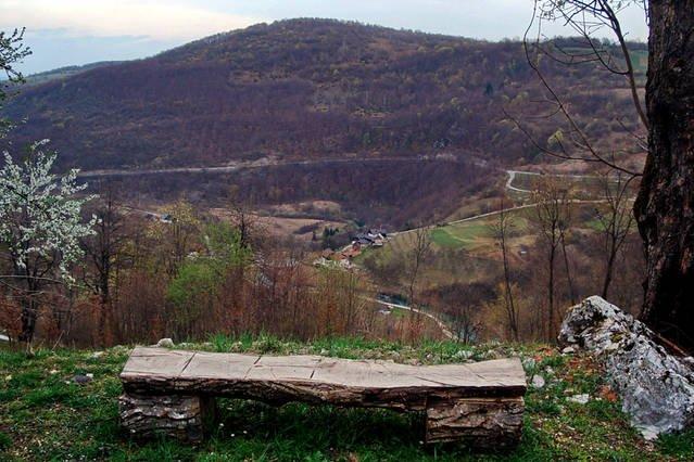 Vue sur le village et le nom même rivière Korana