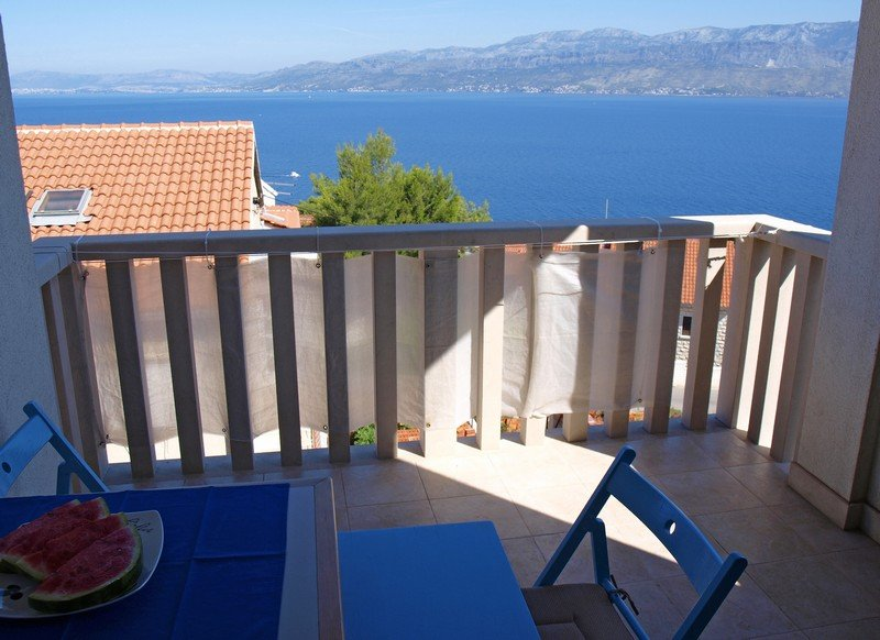 Luxurious 2-Bedroom With View Across The Adriatic, casa vacanza a Postira