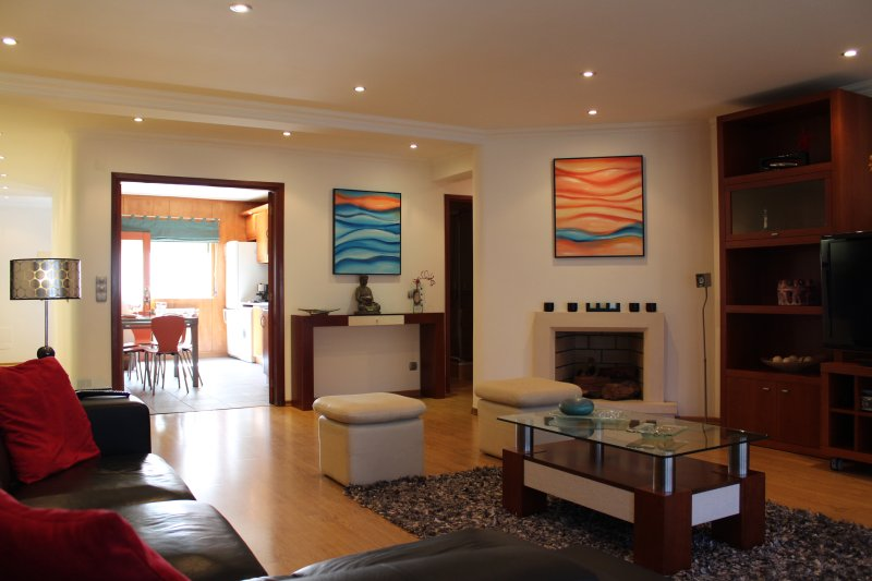 Nazare - 50 meters from beach! 3-bedroom apartment, holiday rental in Valado dos Frades