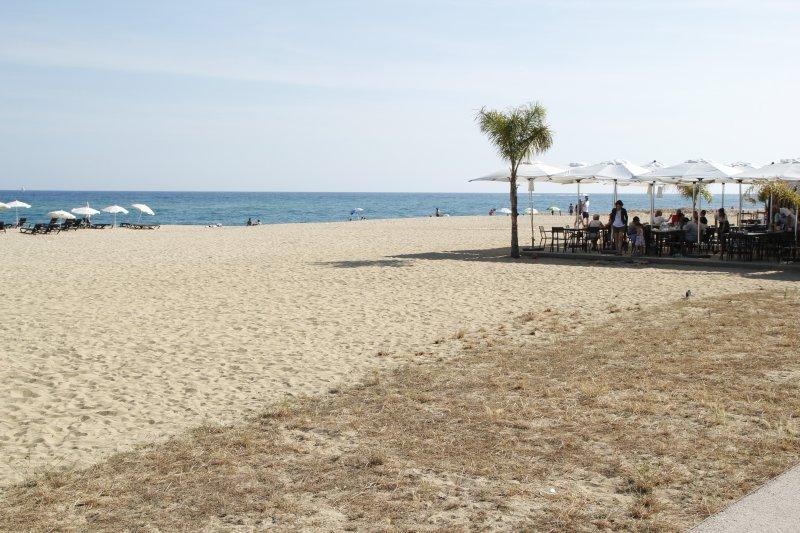 Casa modernista en primera línea de mar, alquiler de vacaciones en Arenys de Mar