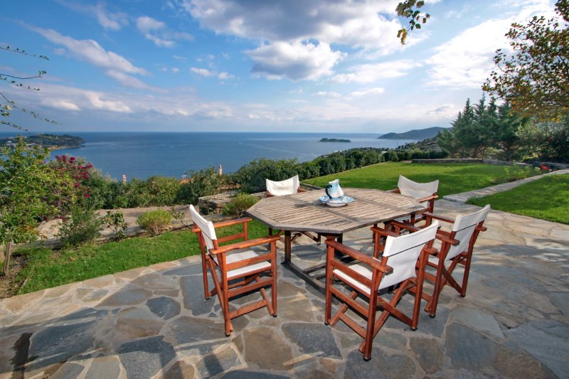 BEACH HOUSE IN AEGEAN ISLAND OF EVIA, location de vacances à Petries