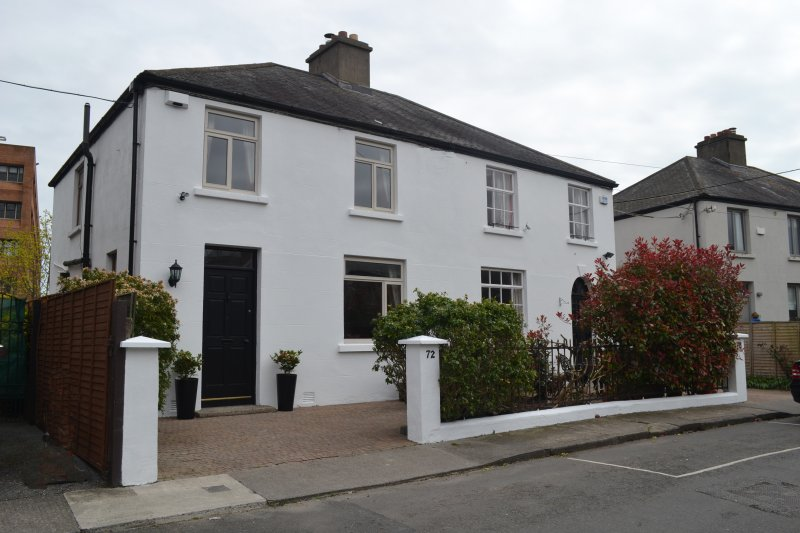 Luxury Ballsbridge Townhouse, holiday rental in Dublin