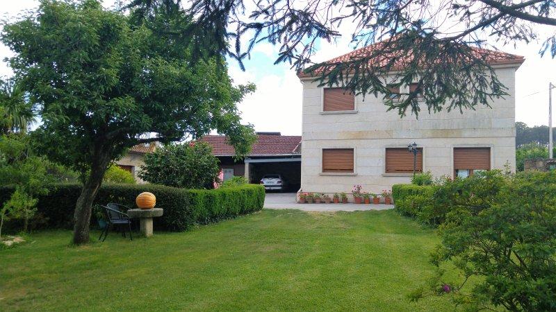 Alquilo casa, situada a 3 km de la playa., aluguéis de temporada em Outeiro