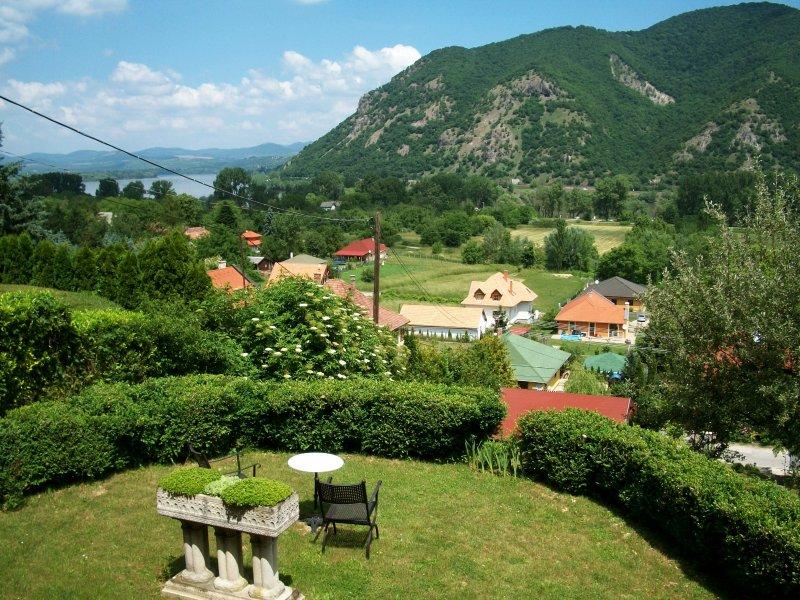 Villa Panorama Artist, casa vacanza a Leanyfalu