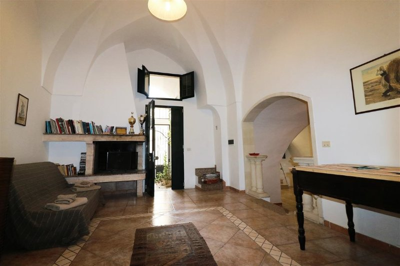 Holiday home La Pascalina in Tuglie in typical Salentina court just minutes fro, holiday rental in San Simone
