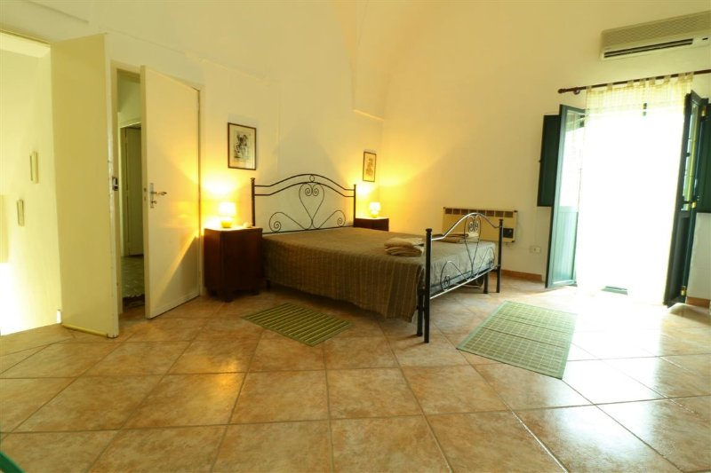 Holiday home La Cia in Salento in Tuglie in a historical court just a few minut, Ferienwohnung in San Simone