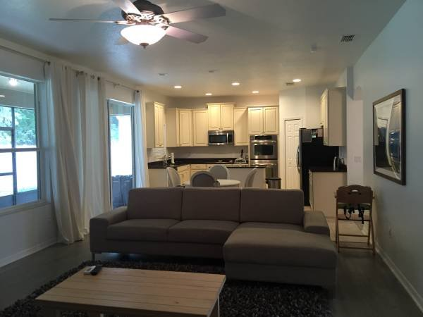 2br - 2200ft2 - Beautiful one story 2 bed/3bath, holiday rental in Maitland