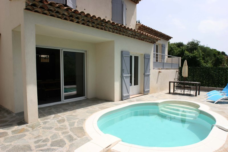 Personal House with pool 20 min from Nice, location de vacances à Castagniers