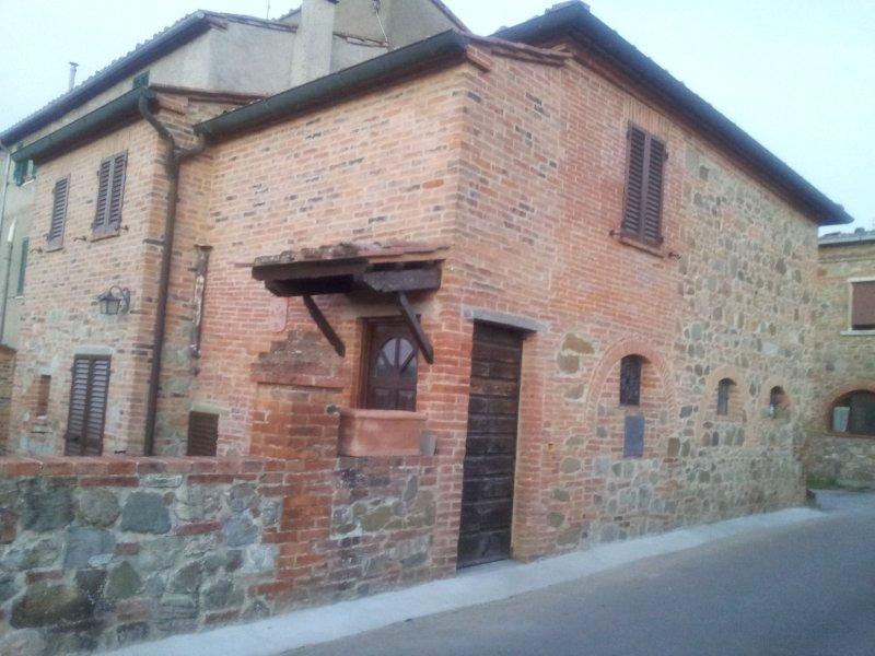 Borgo Terrosi B & B immerso nel verde della Val di Chiana, vacation rental in Amorosa