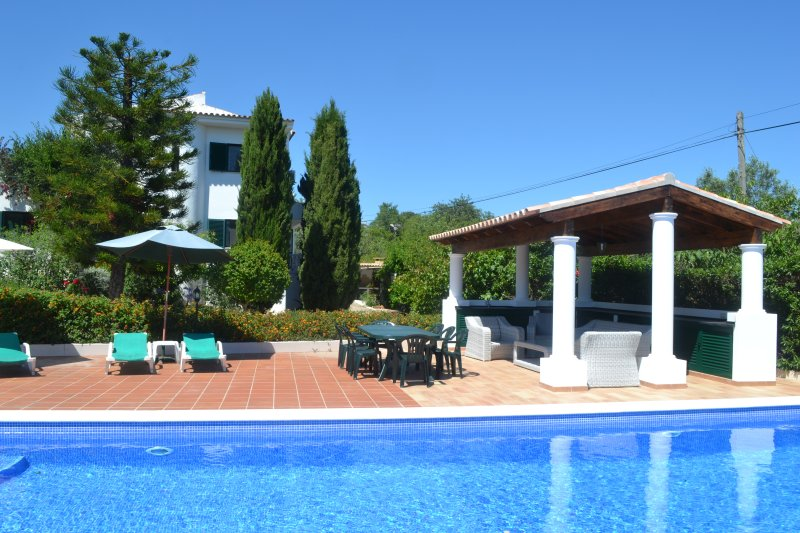 Luxury countryside 4 Bedroom Villa with private swimming pool -  sleeps 8, Ferienwohnung in Olhao