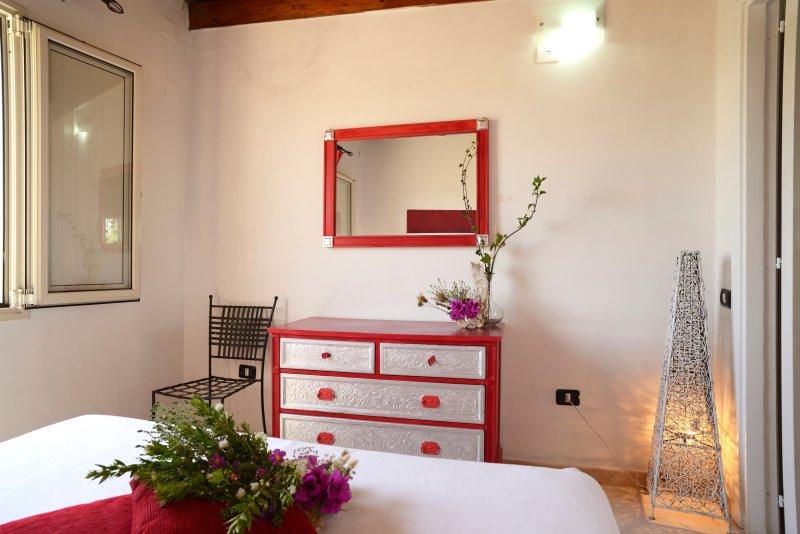 particolare camera da letto appartamento corallo