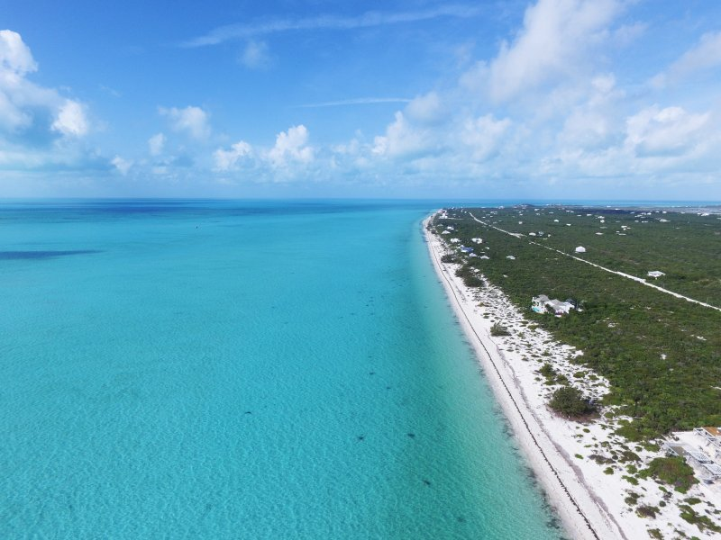 Long Bay: 3 millas de arena blanca y fina y aguas poco profundas