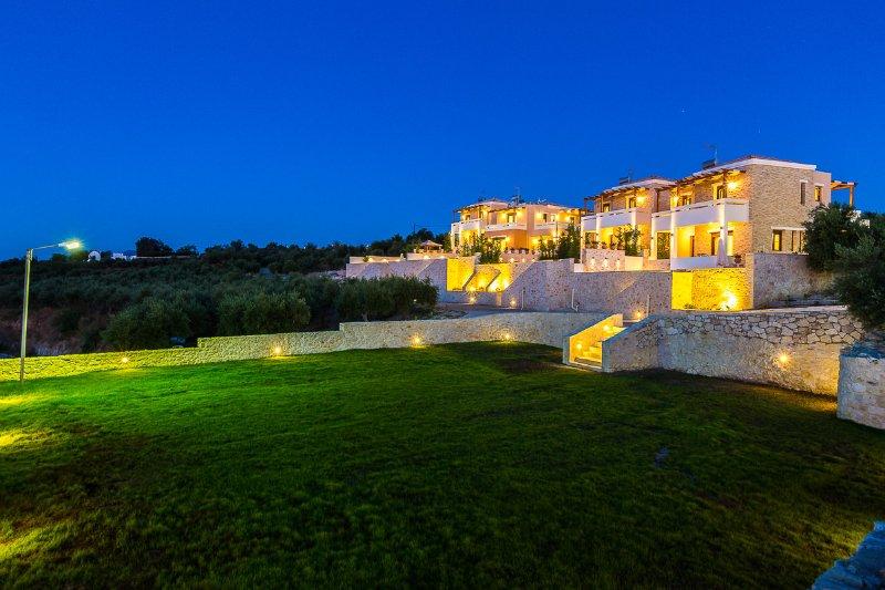 New Built complex of family villas, location de vacances à Thronos