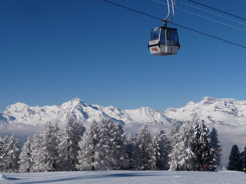 Excellent fast Gondolas from Veysonnaz and Mayenne de l'Ours (Vez upgraded 2012, l'Ours 2016)