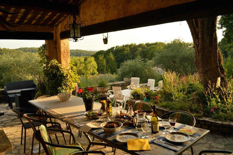 Luxurious Villa In The Rustic Hills Behind Cannes, holiday rental in Opio